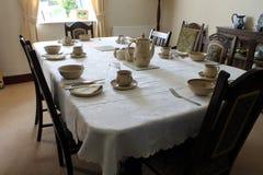 Bauernhaus-Tabelle eingestellt zum Frühstück Stockfotografie