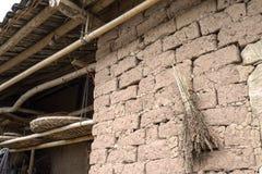 Bauernhauslehmziegelmauer Stockfotografie