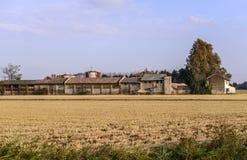 Bauernhof Bereguardo (Nord-Italien) mit Reisfeld Lizenzfreies Stockbild