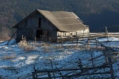 Bauernhof in den Bergen Lizenzfreie Stockbilder