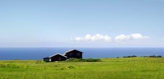 Bauernhof durch den Ozean lizenzfreie stockfotografie