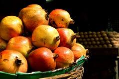 Bauernhof-frische Granatäpfel für Verkauf Lizenzfreies Stockfoto