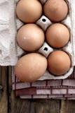 Bauernhof-frisches Brown-Huhn Hen Eggs Stockbild