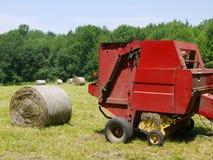 Bauernhof: Heuerntenballenpresse Stockfotografie