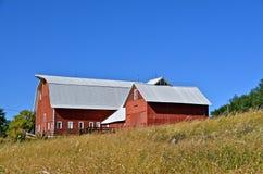 Bauernhof im Rot lizenzfreie stockfotos