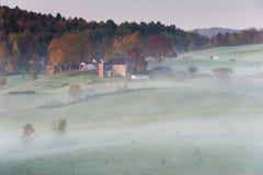 Bauernhof im Sonnenaufgang Lizenzfreie Stockbilder