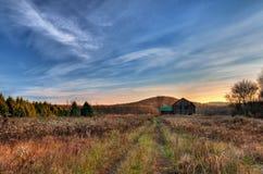 Bauernhof-Land-Sonnenaufgang Lizenzfreies Stockfoto