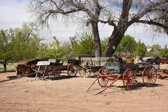 Bauernhof Lastwagen und Buggys von einer earier Ära stockfoto