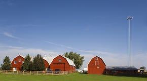 Bauernhof mit einem Zellenkontrollturm. Stockfotografie
