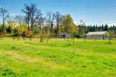 Bauernhof mit Gewächshaus Stockfotos