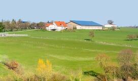 Bauernhof und Ackerland Stockbilder