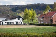 Bauernhof und Häuser in Limburg Stockfotos