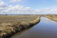 Bauernhof und Kanal Lizenzfreie Stockfotografie