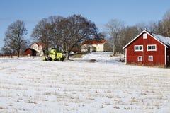 Bauernhofhaus, -schnee und -winter Lizenzfreies Stockbild