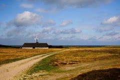 Bauernhofhaus und -feld Stockbild