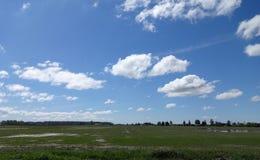 Bauernhofland im Vorfrühling Lizenzfreie Stockfotos