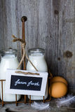 Bauernhofmilch lizenzfreie stockbilder
