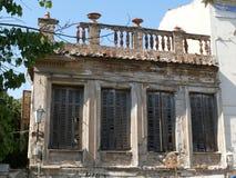 Baufälliges Gebäude in Athen, Griechenland stockfotos