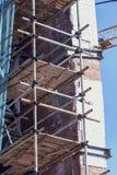 Baugerüst auf dem Gebäude stockfoto