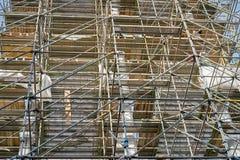 Baugerüst auf der Fassade eines Gebäudes in Dresden Lizenzfreies Stockfoto
