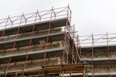 Baugerüst auf einem Gebäude Lizenzfreie Stockfotografie