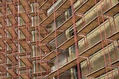 Baugerüst auf Wohnanlage Stockbild