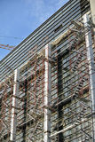Baugerüst aufgerichtet an der externen Wand des Gebäudes Stockbild