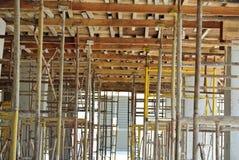 Baugerüst aufgerichtet an der externen Wand des Gebäudes Stockfoto