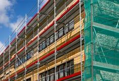 Baugerüst für eine Erneuerung eines alten Hauses Lizenzfreies Stockfoto