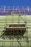 Baugerüst mit Schutznetzen Lizenzfreie Stockfotos