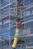 Baugerüst neben Gebäude Stockbilder