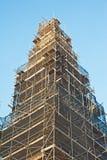 Baugerüst um einen historischen Kontrollturm Lizenzfreies Stockfoto