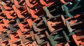 Baugerüstmetallstrahlen ordentlich gestapelt Stockbild