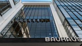 Bauhaus Dessau, ingång Arkivbilder