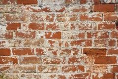 Bauhintergrund - eine alte Backsteinmauer benötigt Reparaturen Stockbild