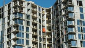 Bauhochhauswolkenkratzer strecken Zementglaswolle Baumaterialien der Erhöhungen verbrauchbare stock video