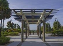 Bauholz-Gitter im Park Stockfotos