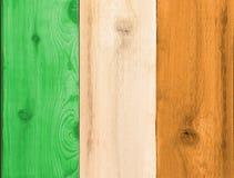 Bauholzplanken in Form einer Irland-Flagge Lizenzfreies Stockbild