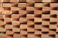 Bauholzstapel für die Herstellung von Möbeln Lizenzfreie Stockfotos