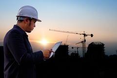 Baukran und Baustelle lizenzfreie stockbilder