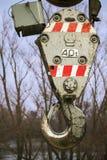 Baukranhaken mit den roten und weißen Streifen lizenzfreies stockbild