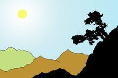 Baum auf dem Berghang in einem sonnenbeschienen Tal Stockfotos