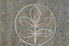 Baum des Lebens und des heiligen Ringes auf Steinoberfläche Stockfoto