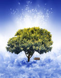 Baum im Himmel Stockfotos