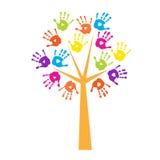 Baum mit handprints anstelle der Blätter Stockbild