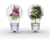 Baum und Geld in den Glühlampen. Stockfotografie