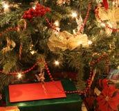 Baum und Geschenke Stockfoto