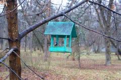Baumhaus für die Vögel, nette apartmen stockbilder