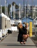 Baumuster mit ihrem Hund Stockfoto