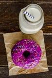 Baunilha cozida fresca Bean Iced Doughnuts Fotografia de Stock Royalty Free